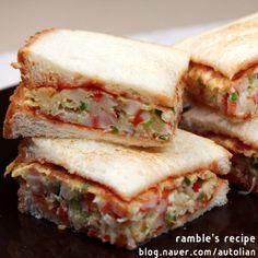 예쁘고 맛있게 간단한 샌드위치 만들기- 2 brd slices- toasted dry, mix little bit of cabb shreds, 1/4 red bell pp, 1/4 grn bell pp, 1 imitat crab- all choppd, in 1 egg & s, & make an omlette- sq shaped. Ketchup (hot sauce optional) brd slices & slide on omlette. Cut into 4 sqs for a cafe style brunch looking bfst.