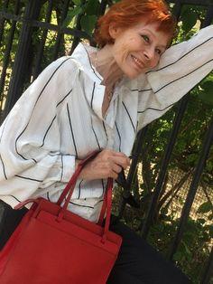 Vintage Handtasche Epi Leder in CASTILLIAN ROT von LOUIS VUITTON Paris made in France sehr schönes Design, ein Klassiker und ein überzeugendes Statement für jede Garderobe  French Chic #vintagelouisvuitton #lv #louisvuitton #epileder #castillianred #streettrends #bloggerstyle #vintageshopvienna #kunst19bybg #uniquestyle Vintage Louis Vuitton, Unique Style, Lv Handbags, Made In France, Elegant, Leather Backpack, Paris, Fashion, Nice Designs