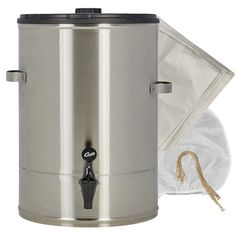 Coffee Grinder - Helpful Advice For Anyone Planning To Brew An Excellent Pot Of Coffee! Iced Tea Brewer, Cold Brew Iced Coffee, Coffee Brewer, Coffee Dispenser, Coffee Concentrate, Coffee Equipment, Coffee Uses, Pour Over Coffee, Coffee Machine