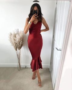 Classy Going Out Outfits, Girls Selfies, Happy Tuesday, Bodycon Dress, Sun, Formal Dresses, Instagram, Fashion, Dresses For Formal