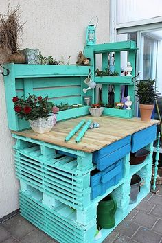 Drawers are better to place the seed packets because they need to be protected.  A person, who loves potting as well as wants to spend time in creating things with his/her own hands can make an upcycled pallets potting bench according to the height and width he/she needs.