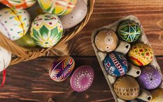 Télécharger fonds d'écran Pâques, plateau d'oeuf, oeufs de Pâques peints, printemps, panier de Pâques