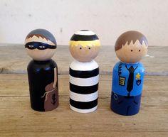 Set de police peg dolls par KrisTeenyTinys sur Etsy