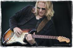 https://flic.kr/p/pxvciR | DSC_5395cc | Matt Schofield at Kitchener Blues Fest, August 2014