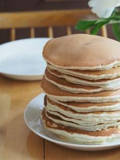 Pilviraitti: Kuohkeat ja helpot Muumimamman pannukakut Köstliche Desserts, Delicious Desserts, Dessert Recipes, Yummy Pancake Recipe, Good Food, Yummy Food, Sweet And Salty, No Bake Cake, Sweet Recipes