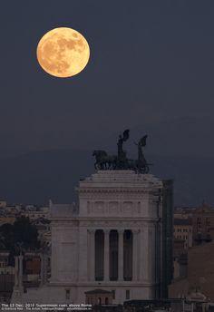 Moonrise_AltarePatria_web.jpg (1372×2000)