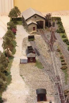 SHELF LAYOUT by Glenn Gawthorp from Cambridge England UK (mode trains)