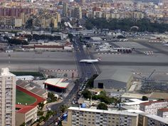 The Runway at the Gibraltar International Airport Has a Road Crossing It - 50 Incredible Photos You May Not Have Seen Before Page 2 of 2 Best of Web Shrine Fear Of Flying, Rare Pictures, Our World, International Airport, Photo Look, Montana, Cool Photos, Interesting Photos, Awesome