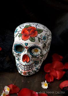calavera mexicana Sugar Skull Design, Sugar Skull Art, Sugar Skulls, Mexican Skulls, Mexican Folk Art, Skull Painting, Stone Painting, Skull Artwork, Caveira Mexicana Tattoo