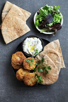 Falafel, vegetarian and fragrant croquettes. Other recipes of Lebanese, Turkish or Greek cuisine on Falafels, Other Recipes, Veggie Recipes, Healthy Recipes, Fatayer, Eggplant Caviar, Caviar D'aubergine, Lebanese Recipes, Comfort Food