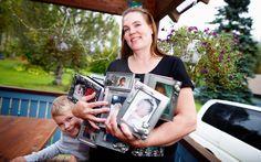 Laura Mikkola sai esikoisensa 14vuotiaana. Nyt hän huolehtii myös muiden lapsista.