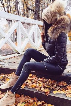 #fall #style Puffy Jacket // Skinny Leather Pants // Cream Sneakers
