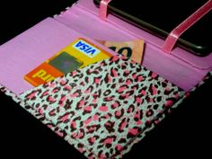 Descrição: capa para smartphone oncinha pink Modelo: 015 Tamanho: 13x2x7x3 Contato: rosanawendt@yahoo.com.br http://twitter.com/rosanawmonteiro Curta página no facebook:  http://www.facebook.com/rosanawmonteiro
