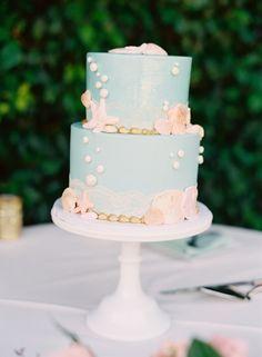 Mermaid wedding cake: http://www.stylemepretty.com/2015/08/18/romantic-whimsical-garden-wedding/ | Photography: Caroline Tran - http://www.carolinetran.net/
