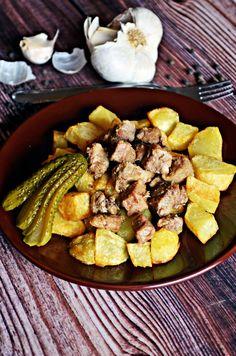 Gyorsan elkészíthető borsos pecsenyehús, sült krumpllival. Csak jó lehet...