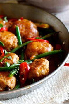 Thai Chicken Meatball Curry Recipe (use GF breadcrumbs)