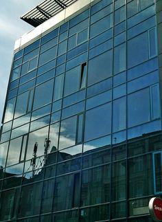 folie przeciwsłoneczne - komfort pracy, oszczędność energii dzięki wyeliminowaniu klimatyzacji i wentylatorów.