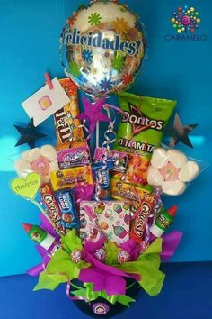 Birthday Candy, Birthday Box, Birthday Gifts, Bff Gifts, Cute Gifts, Candy Bar Bouquet, Diy Graduation Gifts, Birthday Gift Baskets, Weird Gifts