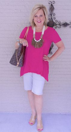 Is not old how to dress up a t-shirt fashion over casual outfit bermuda shorts comfortable fashion over for the everyday woman. Fashion For Petite Women, Womens Fashion Casual Summer, Fashion Women, Fashion Over 40, Cheap Fashion, Fashion Fall, Fashion Styles, Fashion Boots, Fashion Fashion