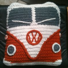 A crochet campervan cushion. Crochet Home, Crochet Crafts, Crochet Projects, Free Crochet, Knit Crochet, Crochet Cushions, Crochet Pillow, Knitting Patterns, Crochet Patterns
