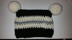 Crochet beanie with pompom