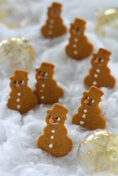Homemade snowman biscuits with honey & cinnamon Tasty, Yummy Food, Honey And Cinnamon, Healthy Sweets, Sweet And Salty, Xmas Gifts, Gingerbread Cookies, Sweet Recipes, Christmas Time