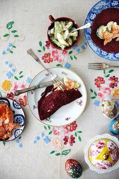 Punajuuriletut tehdään punajuurimehusta! Kauniin väriset letut voi syödä hillon kanssa tai täyttää vaikkapa savulohella.
