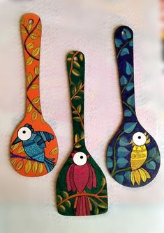 Painted Spoons, Painted Wooden Boxes, Hand Painted, Bottle Painting, Bottle Art, Bottle Crafts, Wooden Spoon Crafts, Wooden Spoons, Pottery Painting Designs