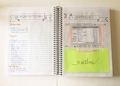 Você mesma pode fazer sua agenda financeira para ter o controle dos seus ganhos e gastos usando um caderno comum e materiais simples. Confira o passo a Bullet Journal Tracker, Bullet Journal School, Control Journal, Planners, Cash Envelope System, Agenda Planner, Lettering Tutorial, Paper Organization, Study Notes
