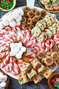 christmas cookies bars Weihnachtspltzchen Best Christmas Cookie Recipes - These recipes are my most popular Christmas cookies and perfect for gift giving or making holiday memories with your family. Christmas Cookies Gift, Best Christmas Cookie Recipe, Christmas Cookie Exchange, Christmas Snacks, Christmas Cooking, Christmas Goodies, Christmas Fun, Christmas Baking Ideas Cookies, Holiday Desserts