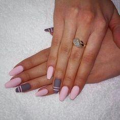 Matte pink & grey nails ❤