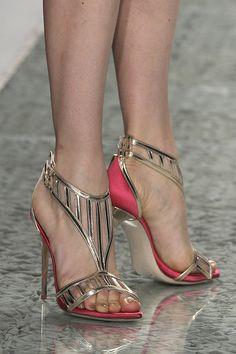 Sapatos para noivas de Luís Onofre 2014. #casamento #sapatosdenoiva #dourado #rosa #noivas #LuisOnofre #PortugalFashion