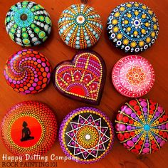 Do you know how to make rocks? I have been seeing more and more beautiful perfectly shaped painted stones. Did you know people are making their own stones? Dot Painting Tools, Dot Art Painting, Mandala Painting, Pebble Painting, Pebble Art, Stone Painting, Mandala Painted Rocks, Painted Rocks Craft, Painted Stones