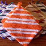 Nineteen *free* potholder patterns from TipNut, plus some knit patterns too  #crochet #knit #potholder #pattern