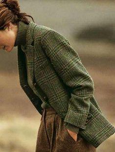 "Вопрос ""Tweed and tartan"" Looks like an old school professor's outfit. Estilo Fashion, Look Fashion, Ideias Fashion, Winter Fashion, Classy Fashion, 50 Fashion, Curvy Fashion, Modest Fashion, Timeless Fashion"
