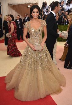 """Nina Dobrev attends the """"Manus x Machina: Fashion In An Age Of Technology"""" Costume Institute Gala at Metropolitan Museum of Art on May 2016 in New York City. Gala Dresses, Red Carpet Dresses, Formal Dresses, Nina Dobrev Dress, Vestido Charro, Vestidos Fashion, Costume Institute, Red Carpet Fashion, Beautiful Gowns"""