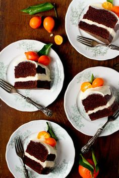 Tag four people you know who love oranges on these delicious plates! Order cakes on http://www.indiacakes.com/