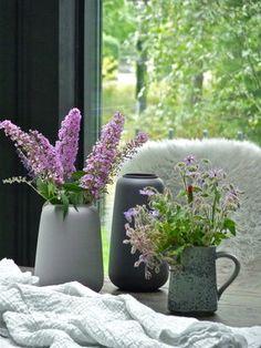 ..sind das Herbstfarben?.. #dekoration #decoration #blumen #flowers #lila #flieder #lilac #vasen #keramik #leinen