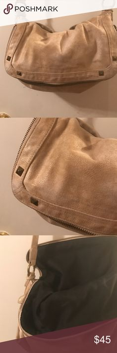 Rachel Zoe Messenger Bag Great bag. Barely used. Any questions. Please ask. Rachel Zoe Bags Crossbody Bags