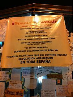 "Fecha: 19/5/11. Hora: 0.49. Tuit original: ""#spanishrevolution #acampadasol #nonosvamos""."