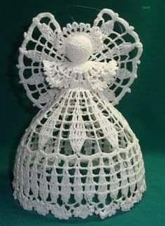 This is one of the best crochet angel ornaments I've ever seen.How to crochet a beautiful tiny dress. No pattern - Salvabrani Crochet Snowflake Pattern, Crochet Flower Tutorial, Vintage Crochet Patterns, Christmas Crochet Patterns, Crochet Snowflakes, Crochet Designs, Crochet Doilies, Crochet Flowers, Crochet Tree