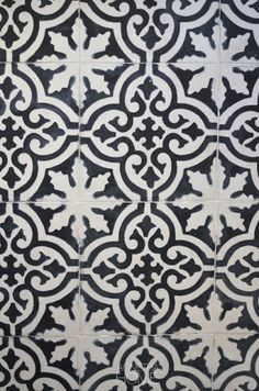 MAROCCAN FLOOR IN MY HALLWAY - wonder if I could make a stencil and paint this pattern on the floor