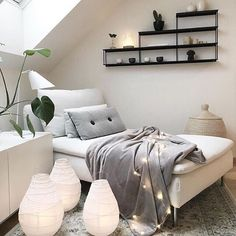 Love this cosy loft living space! The gorgeous home of @interior_by_nina . Good night all! . #livingroom #livingroomdecor #nordichome #nordicinspiration