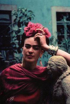 Frida Kahlo. Maior representante latina das mulheres de esquerda, não só pela sua arte mas por sua posição política. Criatura admirável.