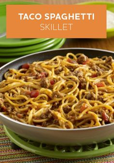 Taco Spaghetti Skillet: A Pot-Sized Pasta recipe with the flavor of tacos made in one pan using ground beef, zesty tomatoes and spaghetti, topped with sour cream(Taco Spaghetti Recipes) Taco Spaghetti, Spaghetti Recipes, Spaghetti Squash, Summer Spaghetti, Mexican Spaghetti, Pasta Recipes, Skillet Recipes, Skillet Meals, Skillet Food