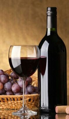 A bottle of red wine, glass and grapes on a golden background Stock Photo Cooking Classes Nyc, Wine Vineyards, Wine Photography, Red Wine Glasses, Wine Art, Wine Cheese, Italian Wine, In Vino Veritas, Wine And Spirits