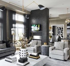 home accessories Grey interior design - Elegant Monochromatic grey living room decor with gold and grey accents Glam Living Room, Home And Living, Living Room Decor, Small Living, Living Rooms, Modern Living, Primark Home, Luxury Home Decor, Home Decor Bedroom