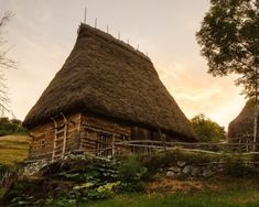 Primul muzeu viu din Romania se deschide in vara intr-un sat cu 14 locuitori English Village, Romania, House Styles, Traditional, Life, Architecture, Places, Google, Travel