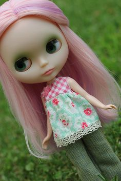 Blythe pink haired beauty