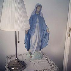 Figurka Matki Bożej.